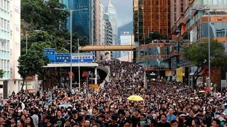هنک کنگی ها، توریست های چینی را هدف گرفتند