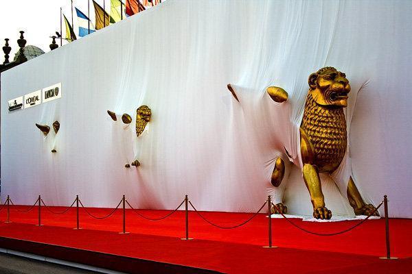 فرش قرمز ونیز پهن شد، دفاع مدیر فستیوال از فیلم افتتاحیه