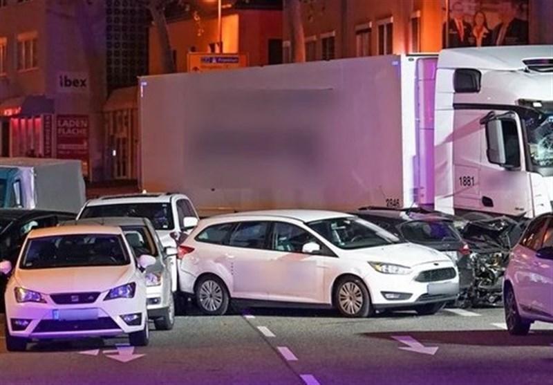 برخورد یک کامیون به چند خودرو در آلمان با انگیزه احتمالاً تروریستی