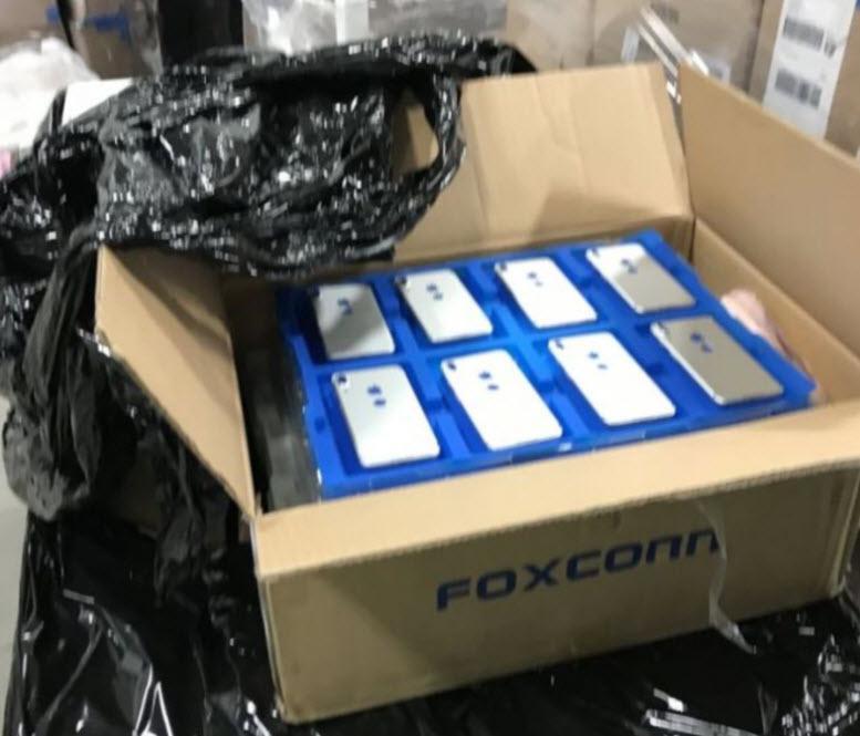 آیا عکسی که در این فوروم چینی منتشر شده واقعیت دارد و حسگر اثر انگشت آی فون 8 واقعا به پشت گوشی منتقل شده؟