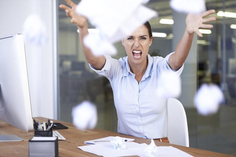 چگونه در فضاهای کاری پر از استرس، رفتار خودمان را کنترل کنیم و سالم و پیروز بمانیم؟