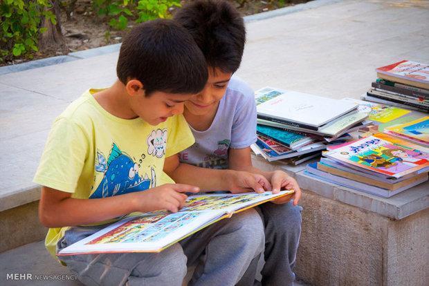 بچه ها در کارگاه آمبولانس کتاب با نحوه نگهداری کتاب آشنا شدند
