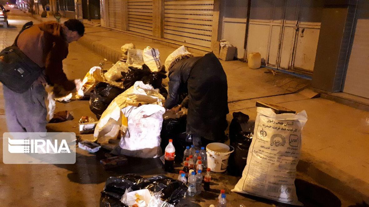 خبرنگاران طرح جمع آوری زباله گردهای زاهدانی همچنان ادامه دارد