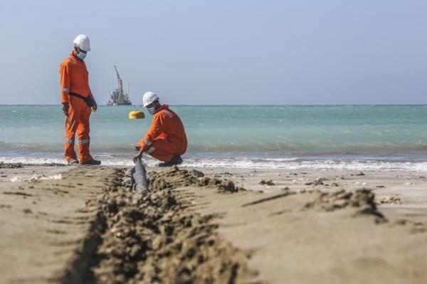 خبرنگاران تکمیل خط لوله دوم دریایی پایانه صادرات نفت جاسک تا پایان بهمن ماه