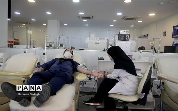 اهدای خون به بیماران در پویش های هدیه سرخ و نذر خون