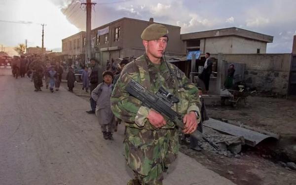 انگلیسی ها در افغانستان می مانند
